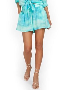 Shop Gauze Tie-Dye Drawstring Short. Find your perfect size online at the best price at New York & Company. Camille Over The Rainbow, Cool Ties, Blue Tie Dye, Petite Fashion, High Waisted Shorts, Fit Women, Perfect Fit, Gym Shorts Womens, Feminine