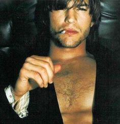 Ashton Kutcher Shirtless, Mila Kunis Ashton Kutcher, Hottest Male Celebrities, Celebs, Aston Kutcher, Michael Kelso, Chad Michael Murray, Man Smoking, Actrices Hollywood