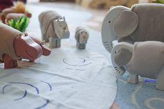 Elefantes by Adijirja, via Flickr