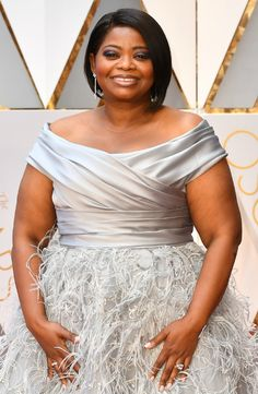 Actress Octavia Spencer is pure elegance at the 89th Academy Awards in Forevermark diamond jewelry, the perfect complement to her Oscars red carpet look.
