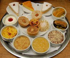Mesa de sobremesas/BacalhoeiroArroz de Frutos do Mar/Seafood Rice by Um Prato Português / A Portuguese Dish, via Flickr