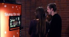 Après les câlins, les bisous, les shows de danse ou ses multiples Happiness Truck, c'est au tour du chant de s'inviter dans les distributeurs Coca-Cola. En Suède, au Royal Institute of Technology de Stockholm, la marque a ainsi équipé un distributeur d'un écran permettant à des jeunes de reprendre les chants de Noël en karaoké ; en l'échange de quoi, ils recevaient une bouteille à la fin de leur chanson.