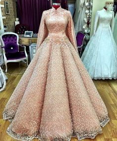 A timeless touch for the modern wedding edition, enhancing hint of glamour and b. Shadi Dresses, Pakistani Bridal Dresses, Royal Dresses, Wedding Reception Gowns, Luxury Wedding Dress, Evening Outfits, Evening Dresses, Prom Dresses, Nice Dresses