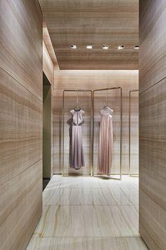 Giorgio Armani boutique_ via montenapoleone, milano Bridal Shop Interior, Retail Interior Design, Boutique Interior Design, Retail Store Design, Luxury Interior, Rack Design, Stand Design, Store Layout, Store Interiors