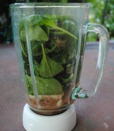 Raw cocoa smoothie with dates, almonds and spinach - yum!