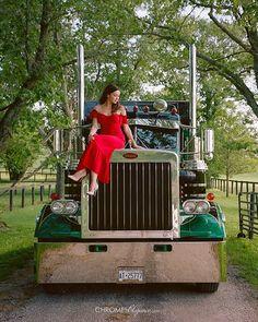 💃🏼 and Kevin's 🚚 Custom Peterbilt, Peterbilt 359, Peterbilt Trucks, Big Rig Trucks, Semi Trucks, Old Trucks, Custom Big Rigs, Custom Trucks, Old Classic Cars