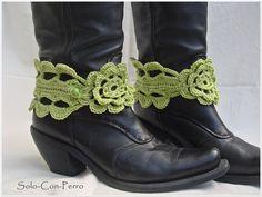Crochet Stiefelschmuck - Crochet boot jewelry by Solo-Con-Perro