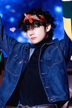 191215 Magic Shop in Osaka - Day 2 Bts Taehyung, Bts Bangtan Boy, Bts Boys, Bts Jungkook, Daegu, Foto Bts, K Pop, Bts Kim, V Bts Cute