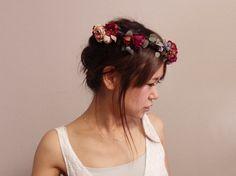 オーダーメイドのダークレッドローズの花冠♪ ボルドーなど濃い色のカクテルドレスにぴったりです。  オーダーお問い合わせはwebsiteからお願いします。http://amarige.ciao.jp