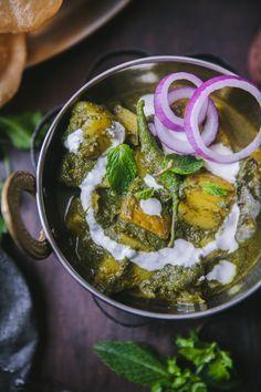 Pudina Aloo ( Potato Mint Curry) - Curries and Stew - Playful Cooking Veg Recipes, Potato Recipes, Indian Food Recipes, Asian Recipes, Vegetarian Recipes, Ethnic Recipes, Asian Foods, Lauki Kofta, Aloo Curry
