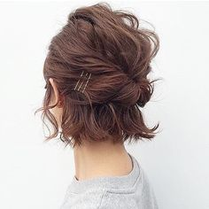 Easy Updo Hairstyles for Short Hair picture 2 frisuren frauen frisuren männer hair hair styles hair women Short Hair Images, Short Hair Styles Easy, Curly Hair Styles, Short Hair Updo Easy, Short Bob Updo, Hairstyles For Short Hair Easy, Medium Haircuts, Short Bangs, Ponytails For Short Hair