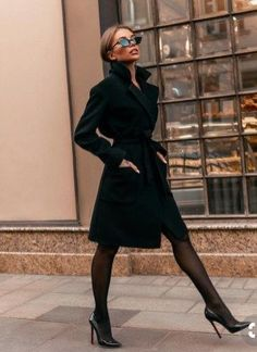 Classy Winter Office Attires For Women 09 The 8 Best Tips for Perfecting Your Classy Outfits Mode Outfits, Office Outfits, Fashion Outfits, Fashion Blogs, Office Dresses, Fashion Stores, Fashion Heels, Dress Outfits, Black Women Fashion