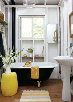 Black and Yellow Bathroom - Cottage - bathroom - Style at Home Black White Bathrooms, Yellow Bathrooms, White Rooms, Bathroom Black, Black Tub, Neutral Bathroom, Simple Bathroom, Look Vintage, Beautiful Bathrooms
