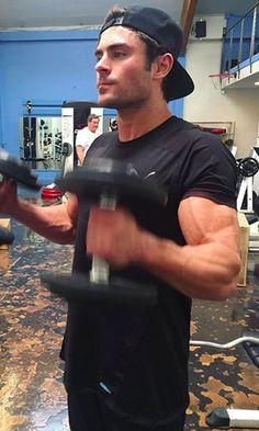 les muscles de Zac Efron dans Baywatch : Alerte à Malibu High School Musical, Olympia, Back And Biceps, Big Biceps, Dwayne The Rock, My Sun And Stars, Vanessa Hudgens, Trainer, Hot Boys
