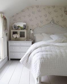 White bedding on pinterest white bedding duvet and bedrooms