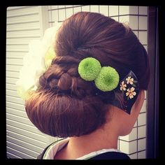 この画像は「【2016成人式】盛り盛りヘアは古い!' 低めまとめ髪 'が美しい振り袖ヘアカタログ」のまとめの4枚目の画像です。