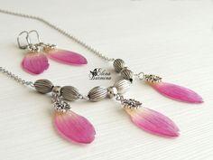 Купить Комплект украшений из лепестков георгина под ювелирной смолой - брусничный, розовый, сухоцветы