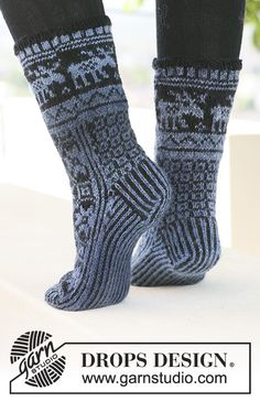 Moose parade socks / DROPS – free knitting patterns by DROPS design – Knitting Socks İdeas. Baby Knitting Patterns, Lace Patterns, Fair Isle Knitting, Knitting Socks, Free Knitting, Drops Design, Crochet Shoes, Knit Crochet, Magazine Drops