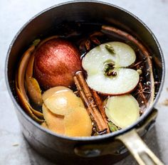 One of the best things about autumn is the fresh smells of cinnamon, pumpkin and apples. Bring these natural scents into your home with these great DIY ideas. Home Scents, Fall Scents, House Smells, House Smell Good, Apple Slices, Autumn Home, Fall Recipes, Make It Yourself, Cooking