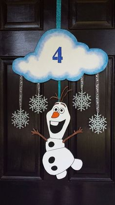 Frozen Olaf door hanger for 2015 Christmas with glitter snowflakes and styrofoam cloud - party decoration, hanging wreath - Coming Soon!Vintage Frozen New Years Decorations for 2016 by nailedit Olaf Party, Frozen Themed Birthday Party, Disney Frozen Birthday, 4th Birthday Parties, Carnival Birthday, 3rd Birthday, Frozen Party Decorations, Christmas Decorations, Christmas Games