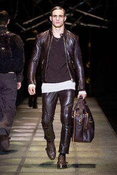 Look 42 - #Versace Men's Fall/Winter 2015-16 fashion show. #VersaceMenswear