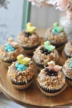 'Feather Her Nest' cupcakes