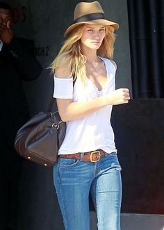 rosie-huntington-whiteley-look-chapeu-calca-jeans