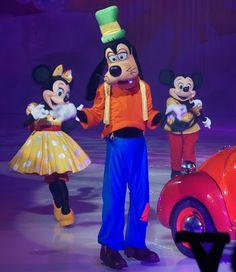 Disneyland California, Disneyland Paris, Disney On Ice, Surprise Ideas, World Of Fantasy, Best Blogs, Mouse Ears, Disneybound, Children