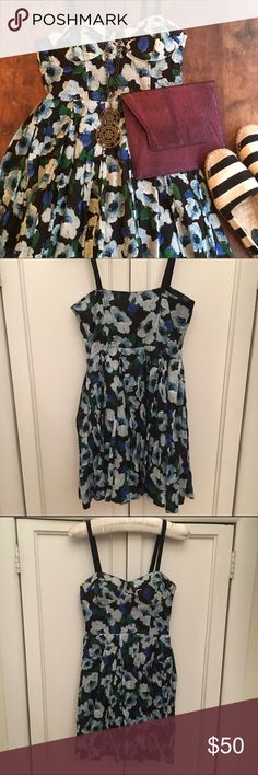BB Dakota Floral Party Dress Super comfortable floral party dress featuring adjustable straps, and padded molded cups with underwire so you can have a fabulous shape without a bra! Size 2 BB Dakota Dresses