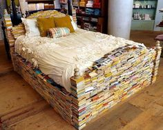 Bed made with books. Reading in bed like a pro. Reading In Bed, I Love Reading, Bedtime Reading, Reading Books, I Love Books, Books To Read, Upcycling Design, Shiatsu, Relax