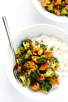 This delicious Chicken and Broccoli recipe is super quick and easy to make, it's full of great flavor, and it's perfect to meal prep for lunch and dinner throughout the week. | Gimme Some Oven #broccolichicken #chickenrecipes #healthyrecipes #dinnerrecipes Kid Friendly Dinner, Breeze, March, Broccoli Stir Fry, Broccoli Recipes, Chicken Recipes, Broccoli Bake, Turkey Recipes, Stress