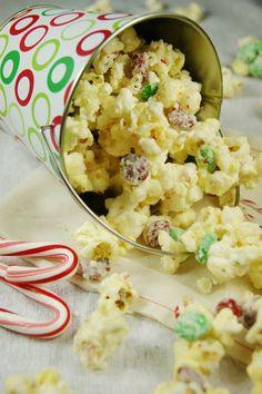 Christmas White Chocolate-Peppermint Popcorn  www.thekitchenismyplayground.com  #Christmas #popcorn