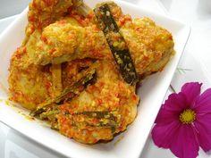 Hidangan khas dari daerah Minahasa bercita rasa gurih, asam, pedas nikmat disantap bersama.