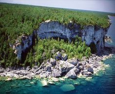 This is a picture from the Canadian section of the escarpment O Canada, Canada Travel, Tobermory Ontario, Flowerpot Island, Wasaga Beach, Lake Huron, Camping Places, Great Lakes, Oh The Places You'll Go