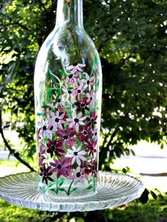Bird Feeder Recycled Clear Wine Bottle Bird Feeder Hand Painted Maroon Flowers via Etsy Bird Painting Acrylic, Love Birds Painting, Painted Wine Bottles, Bottles And Jars, Red Bird Tattoos, Shades Of Maroon, Animal Projects, Diy Projects, Paper Tree