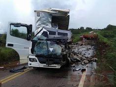 Grave  acidente envolvendo três caminhões deixa um morto na BR-364