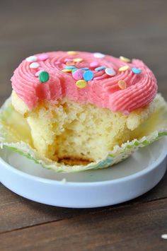 vanilla cupcakes, dessert recipes, yellow cupcake recipes, light