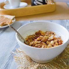 muesli_mania_З'їжте мюслі з молоком на сніданок і Ви не захочете їсти до самого обіду, до того ж ці ласощі дадуть необхідну кількість енергії 😇 Деякі пропускають сніданок, прагнучи схуднути, але насправді, вони при цьому швидше набирають вагу, ніж її втрачають.  Пам'ятайте: відмова від сніданків найбільш ймовірно призводить до ожиріння☝🏻️🤔 Смачного! #мюсліманія #сніданок #мюслі #гранола