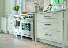 32 Ideas how to paint kitchen cabinets like a pro design for 2019 Paint Kitchen Cabinets Like A Pro, Kitchen Cabinets Before And After, Stainless Steel Kitchen Cabinets, Stainless Steel Countertops, Kitchen Paint, Hgtv Kitchens, Contemporary Kitchen Design, Ideas, Contemporary Kitchen Designs