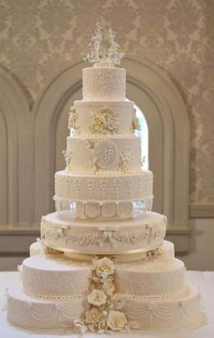 Will & Kate's wedding cake- pretty.