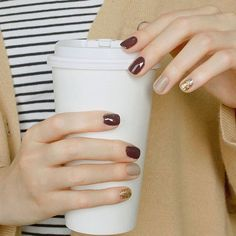 Nail polishes are among the important beauty solutions. Well shaped nails improve the attractiveness of your hand. Chevron manicure may also be performed with the reverse method by making use of th… Gold Nail Art, Gold Nails, Trendy Nails, Cute Nails, Hair And Nails, My Nails, Shiny Nails, Dark Nails, Red Nail Designs