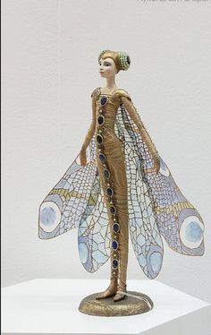 Lovely statue. Would make a fun costume, too.  d678ea71bb5e5cbf31bf44da4d2cf447.jpg (345×547)