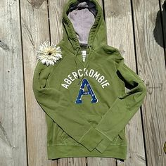 Abercrombie Hoodie This is in excellent condition!!! Only worn a couple times!! Love the green and blue together! Abercrombie & Fitch Tops Sweatshirts & Hoodies