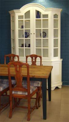 JUVIn varhaisrokokoo-vitriini, L 150 x S 45 x K 230 puuvalmiina tai valkoinen