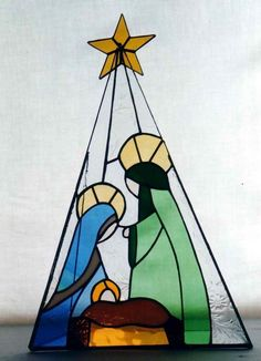 Vitráž Josef a Marie Stained Glass Ornaments, Stained Glass Christmas, Stained Glass Crafts, Stained Glass Designs, Stained Glass Patterns, Stained Glass Windows, Christmas Nativity, Christmas Art, Mosaic Glass