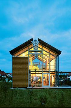 Modern split-level plan house in Germany -Photo courtesy Reinhold Andris Office, Walddorfhäslach.
