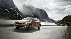 Volvo V40 Cross Country launched with 180HP GTDi petrol engine in India (5)
