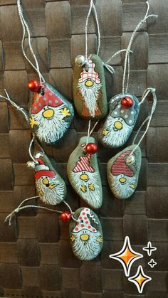 Steenzoekertje Natural Christmas Ornaments, Christmas Rock, Christmas Tree Decorations, Holiday Decor, Stone Painting, Rock Painting, Glass Garden, Rock Art, Beautiful Day