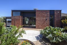 Coburg North House - Baker Drofenik Architects - Sustainable Architecture Melbourne and the Surf Coast Modern Tropical, Tropical Houses, Recycled Brick, 1940s Home, Modern Bungalow, Exposed Concrete, Sustainable Architecture, Modern Architecture, Courtyard House
