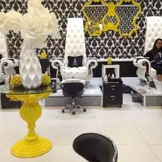 Laque nail bar in Califonia is everything you'd want in nail salon Nail Salon Supplies, Nail Salon Decor, Beauty Salon Decor, Hair And Beauty Salon, Beauty Bar, Luxury Nail Salon, Hair Salon Interior, Vintage Hair Salons, Laque Nail Bar